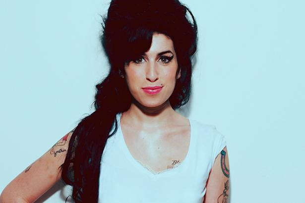 Amy Winehouse ganhará disco póstumo neste mês Background