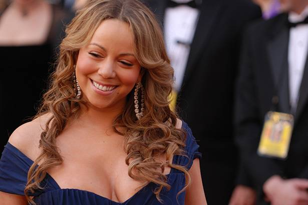 Mariah Carey anuncia turnê fora dos Estados Unidos Background