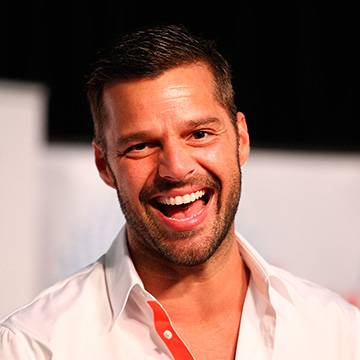 Ricky Martin assume o primeiro lugar do Latin Airplay pela 15ª vez Background