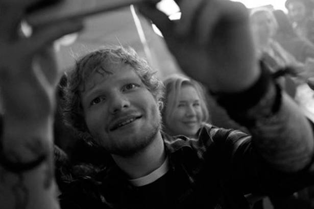Ed Sheeran anuncia que participará de filme Background