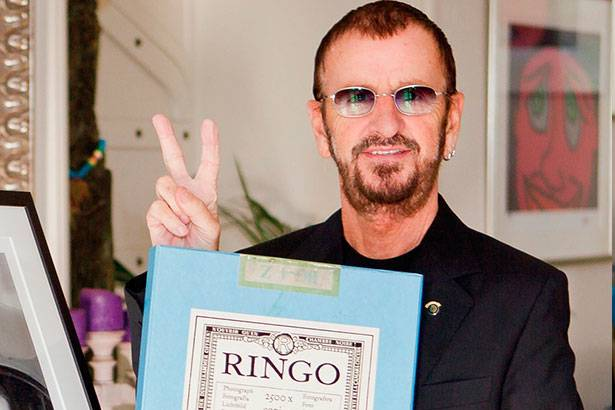"Placeholder - loading - Ringo Starr vai leiloar primeiro ""Álbum Branco"" dos Beatles Background"