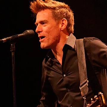 Novo disco de Bryan Adams será lançado este ano! Background
