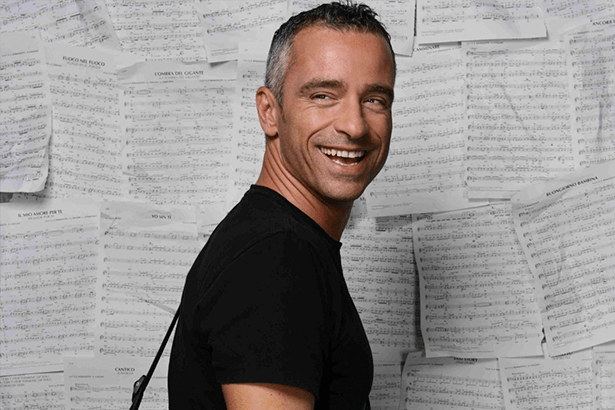 Eros Ramazzotti cancela shows por problemas de saúde Background