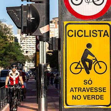 Avenida Paulista: alternativa de lazer para os paulistanos Background