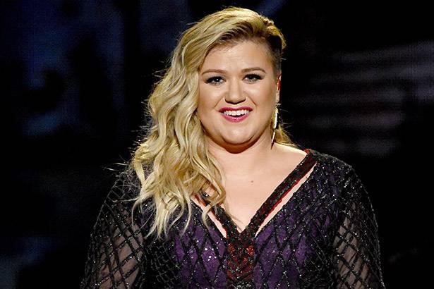 Kelly Clarkson e outros artistas participam de single beneficente Background