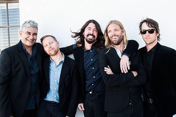 Após homenagem de fãs, Foo Fighters faz show em cidade italiana Background