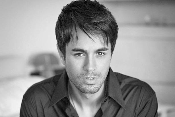 Enrique Iglesias é destaque no Latin American Music Awards Background