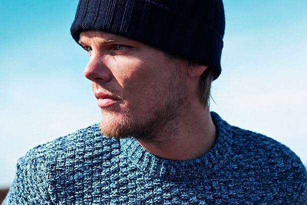 "Placeholder - loading - Avicii libera clipe do single ""Broken Arrows"""