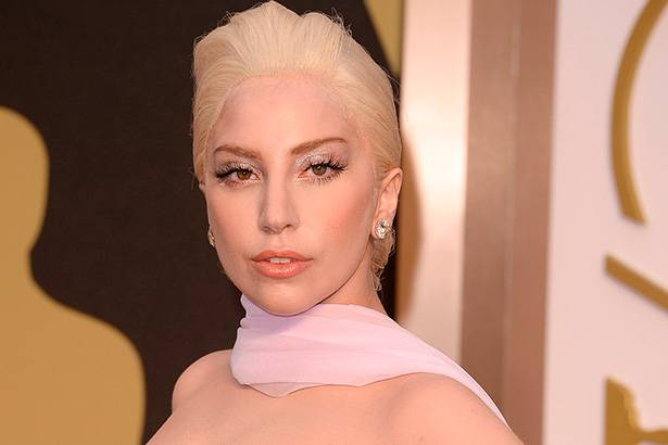 Lady Gaga pode homenagear David Bowie no Grammy Awards Background