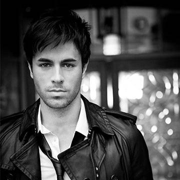 "Enrique Iglesias recebe o VEVO Certified com clipe de ""Bailando"" Background"