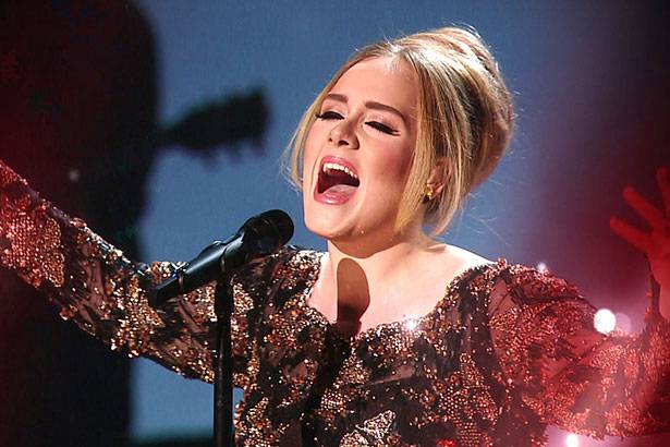 Adele segue no topo da Billboard 200 Background