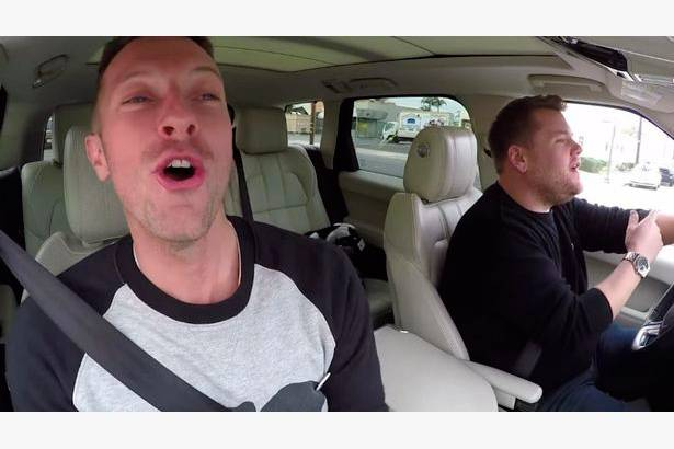 Chris Martin participa de karaokê no programa de James Corden Background
