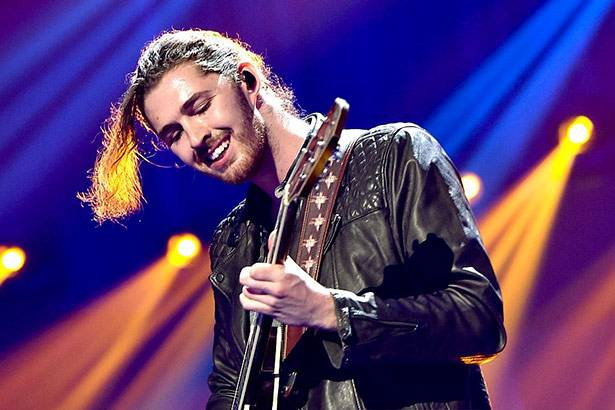 "Placeholder - loading - Veja performance ao vivo de ""Cherry Wine"", música de Hozier"