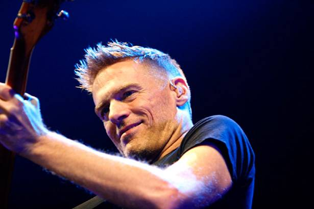 Placeholder - loading - Felicidades ao músico Bryan Adams! Background