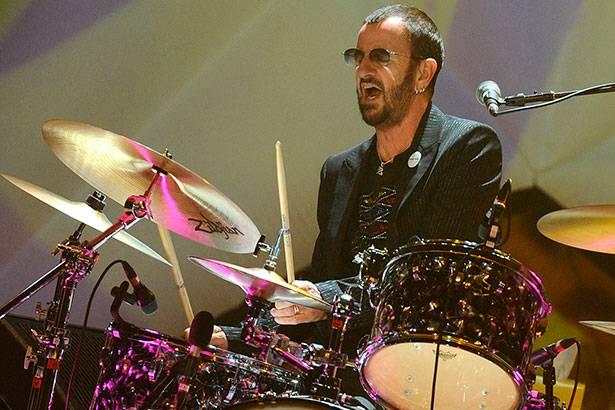 Bateria de Ringo Starr é comprada por milhões de dólares em leilão Background