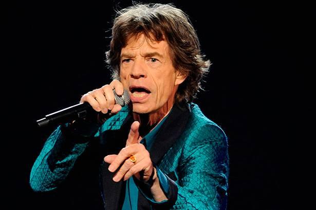 Mick Jagger pergunta em português quais faixas devem ser tocadas na turnê latina Background
