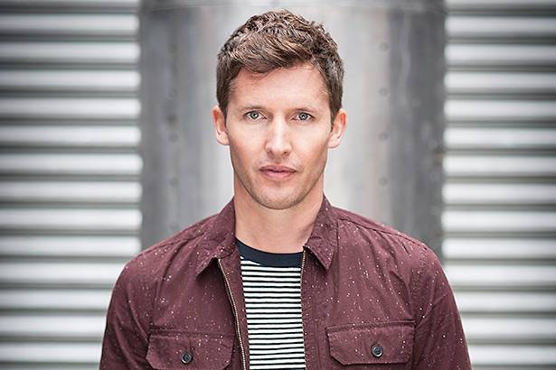 James Blunt completa 42 anos; relembre a carreira do cantor Background