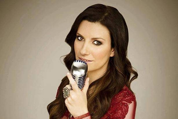 "Confira clipe de ""Simili"", novo single de Laura Pausini Background"