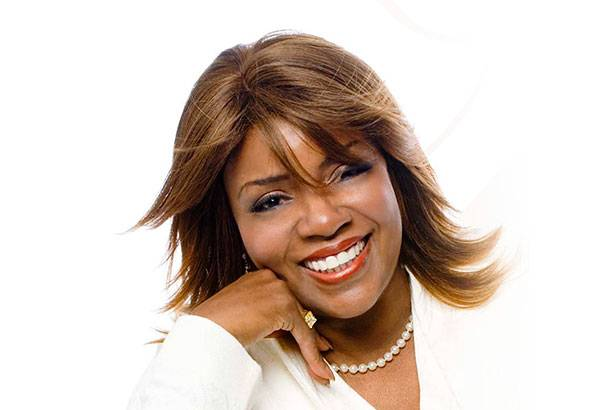 A cantora Gloria Gaynor completa 66 anos! Background
