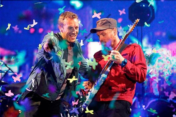 Coldplay apresenta novo single ao vivo em premiação Background