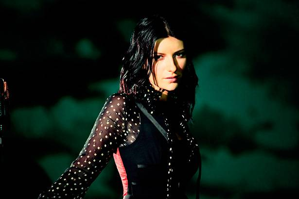 Novo disco de Laura Pausini está entre os mais vendidos do mundo Background