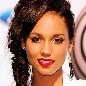 "Alicia Keys está de volta com novo single! Confira ""28 Thousand Days"" Background"
