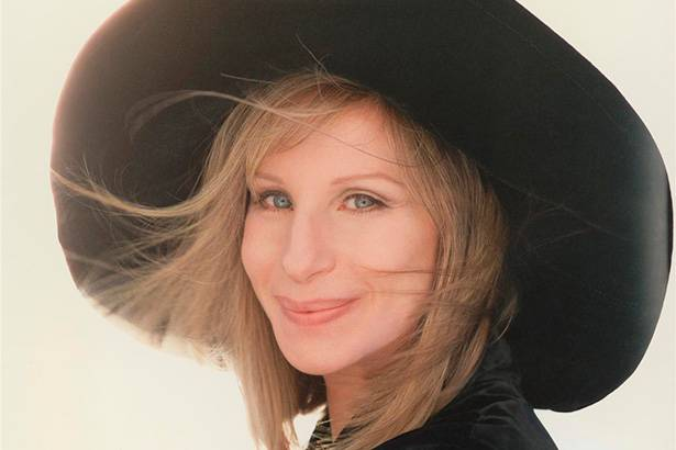 Barbra Streisand fala sobre possível parceria com Bob Dylan Background