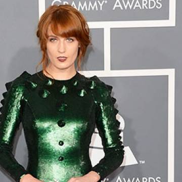 "Confira! Florence + The Machine lança o clipe de ""Queen Of Peace"" e ""Long & Lost"" Background"