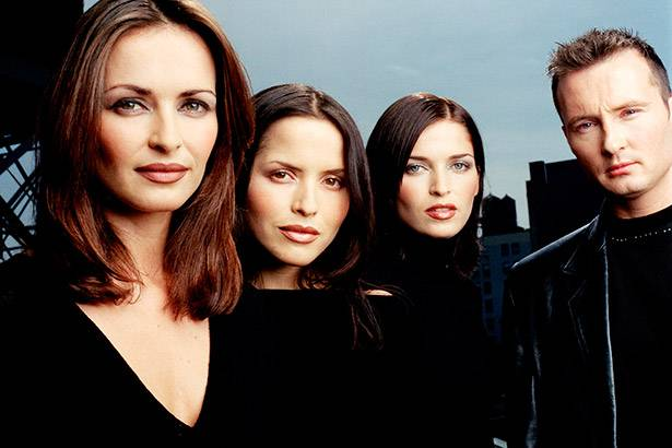 "Banda The Corrs retorna com novo single! Conheça ""Bring On The Night"" Background"