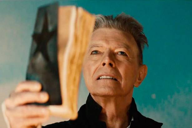 "Veja o clipe de ""Blackstar"", novo single de David Bowie Background"