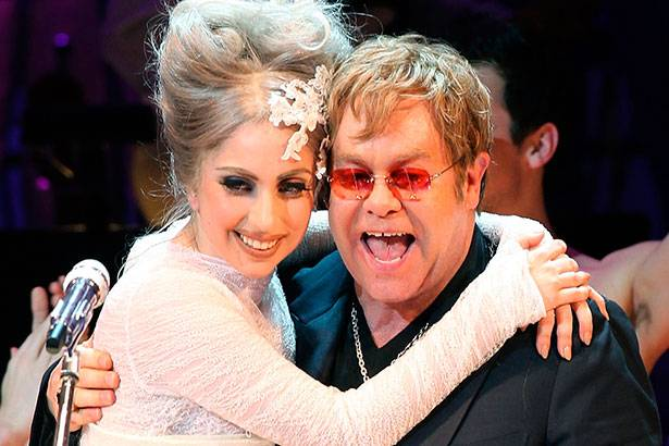 Elton John elogia novo disco de Lady Gaga Background