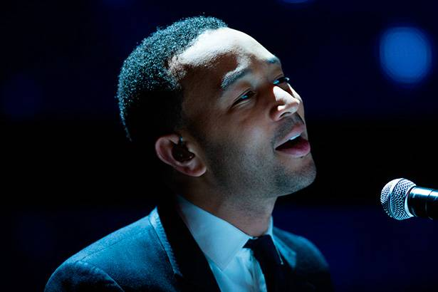 John Legend anuncia que será pai Background