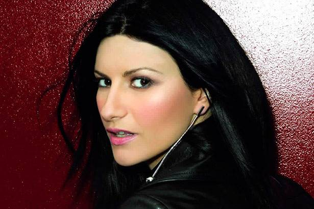 Placeholder - loading - Laura Pausini é certificada com Disco de Ouro, por Simili Background