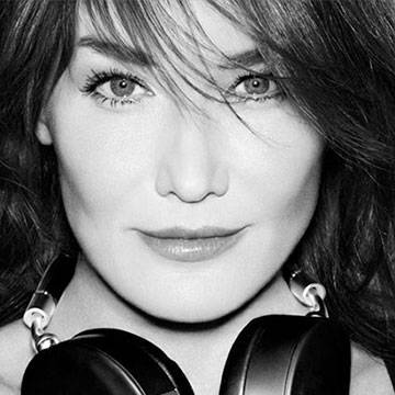 Carla Bruni conversa com a Antena 1 Background