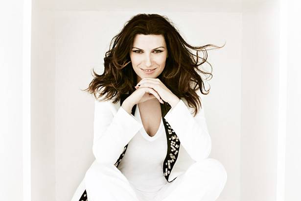 Laura Pausini desembarca no Brasil para promover novo disco Background