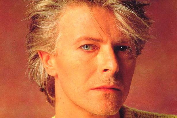Venda de discos de David Bowie tem aumento surpreendente Background