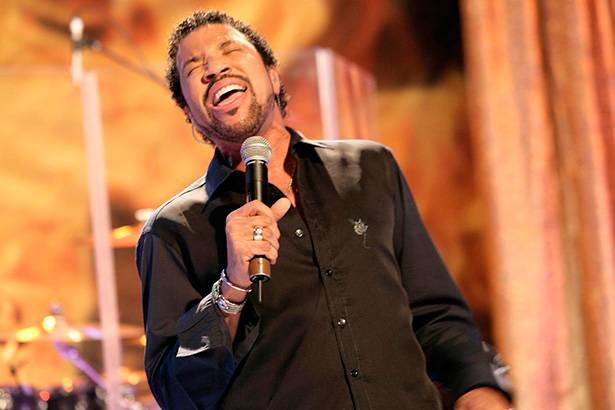 Começam vendas para shows de Lionel Richie no Brasil Background