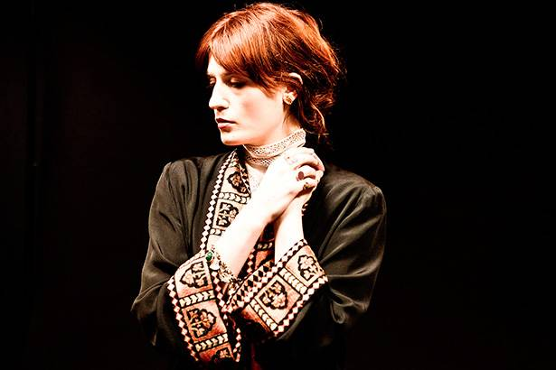 Florence + The Machine anuncia show extra no Brasil Background