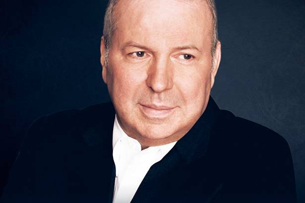 Aos 72 anos, Frank Sinatra Jr. falece Background