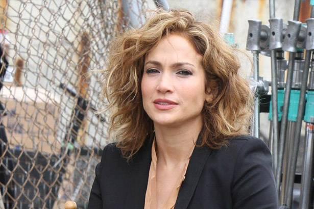 Estreia no Brasil seriado que tem participação de Jennifer Lopez Background