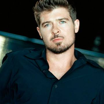 "Placeholder - loading - Assista ao clipe de ""Back Together"", single de Robin Thicke com Nicki Minaj Background"