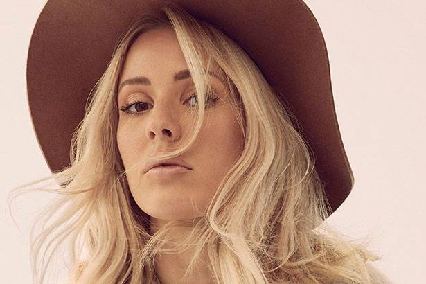 "Ellie Goulding lança o clipe do single ""On My Mind"" Background"