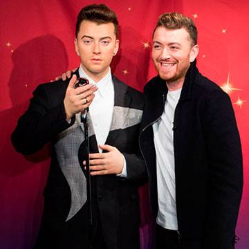 Estátua de cera de Sam Smith é inaugurada no Madame Tussauds Background