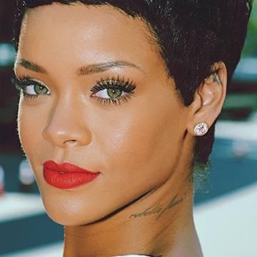 Linha de perfumes de Rihanna ganha uma nova fragrância Background