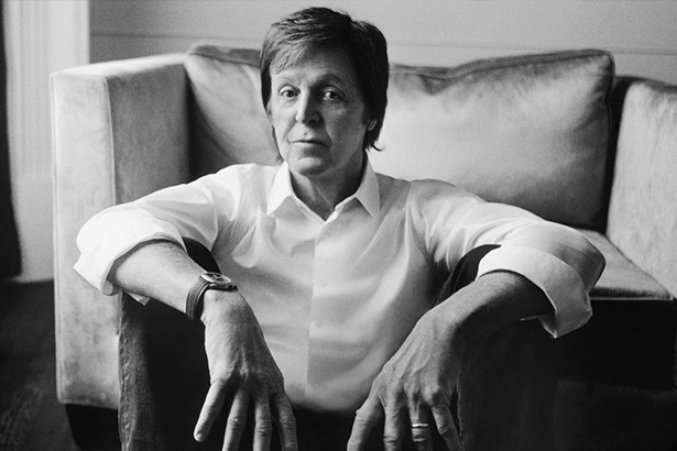 Paul McCartney deixa fãs curiosos ao postar vídeo enigmático Background