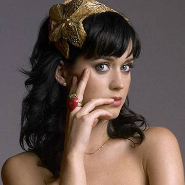 Katy Perry tenta comprar casa que já foi convento Background