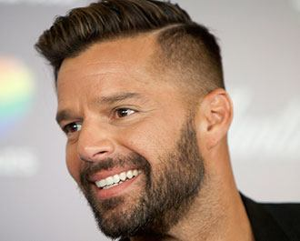 "Ricky Martin divulga remix do single ""La Mordidita"" Background"