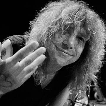 Placeholder - loading - Biografia de Steven Adler chega ao Brasil Background