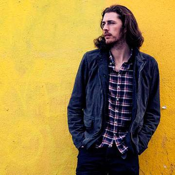 Canção de Hozier é a segunda mais vendida no Reino Unido neste semestre Background