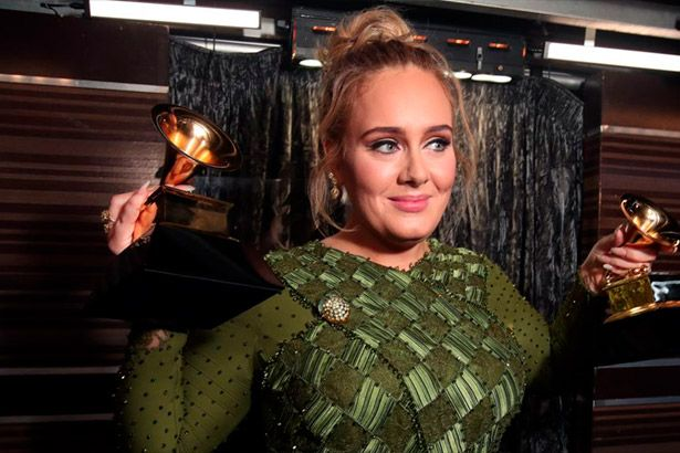 Adele é única artista com menos de 30 anos entre mais ricos do Reino Unido Background